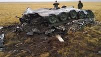 2 chiếc xe bọc thép của quân đội Nga biến thành sắt vụn sau khi rơi từ trên trời xuống đất