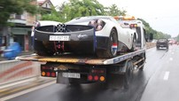 """Pagani Huayra của Minh """"Nhựa"""" dầm mưa trên xe chuyên dụng từ Đà Nẵng ra đến Huế"""