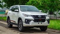 """Sang tháng 10, Toyota Fortuner nhận ưu đãi """"khủng"""" tới cả trăm triệu đồng"""