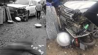 Hà Nội: Tai nạn giao thông giữa Lexus LX570 và xe máy khiến một phụ nữ tử vong tại chỗ