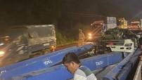 Đồng Nai: Tài xế phanh gấp, thanh sắt nặng hàng tấn lao về phía trước, san bằng cabin xe container