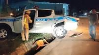 Kon Tum: Tông văng xe tuần tra của CSGT, tài xế ô tô tải bỏ trốn khỏi hiện trường