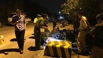 Quảng Ninh: Tông vào cục bê tông ngăn ô tô tải, 2 mẹ con đi xe máy thương vong