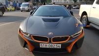 """BMW i8 mang bộ áo """"Batman"""" với điểm nhấn sọc cam nổi bật tại Sài thành"""