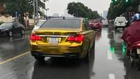 """BMW 7-Series biển """"tứ quý"""" 6 di chuyển tại Hà Nội với ngoại thất """"mạ vàng"""" gây chú ý"""