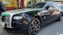 Chi tiết xe siêu sang Rolls-Royce Ghost độ vành Black Badge tại hôn lễ của Bảo Thy