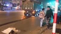 """Hà Nội: Va chạm với ô tô tải """"hổ vồ"""", hai vợ chồng đi xe máy tử vong trong đêm"""