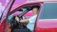 Sau Kia Optima và Hyundai Santa Fe, ông Park Hang-seo tiếp tục được tặng VinFast Lux SA2.0