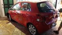 Hà Nội: Toyota Yaris do nữ lái lao vào quán trà chanh, một người xây xước nhẹ