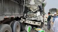 Ô tô tải tông đuôi xe đầu kéo trên cao tốc Nội Bài - Lào Cai, 5 người thương vong