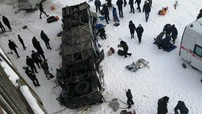 Xe buýt rơi từ cầu xuống sông băng, 19 người tử vong thương tâm