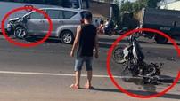 Bình Dương: Nam thanh niên chạy Suzuki Raider 150 tông vào Toyota Innova, một người nguy kịch