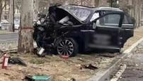 Người đàn ông lái thử xe Lincoln đâm vào cây, 1 người chết và 4 người bị thương