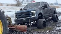 """Chứng kiến Youtuber """"ngông cuồng"""" mua chiếc Ford F-350 Limited giá 100.000 USD chỉ để phá cho vui"""