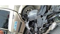 Sơn La: Xe mô tô phân khối lớn Kawasaki đâm vào taxi sang đường, hai người bị thương nặng
