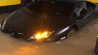 """Đau lòng với cảnh siêu xe Lamborghini Huracan """"chết đuối"""" trong hầm gửi xe ở Brasil"""