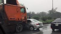 """Video: """"Tạt đầu"""" xe container, Toyota Vios bị tông ngang sườn tại Bắc Ninh"""