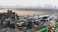 23 chiếc ô tô tông liên hoàn trên cao tốc khiến nhiều xe bốc cháy, 21 người thương vong