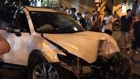 """Sơn La: Ô tô Mazda CX-5 """"thông chốt"""", tông vào dải phân cách và húc đổ 2 cây xanh"""