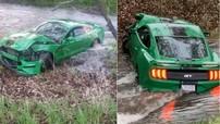 Thanh niên thích thể hiện, drift chiếc Ford Mustang mới mua được 3 ngày trong cơn mưa và cái kết