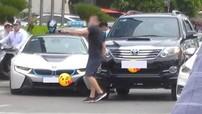 """Hà Nội: BMW i8 xảy ra va chạm giao thông với Toyota Fortuner, dân mạng """"hóng"""" ai là người có lỗi"""