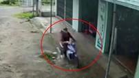 """Video: Thanh niên lao xe máy như """"tên bắn"""" vào nhà dân bên đường"""
