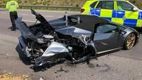 Siêu xe Lamborghini Huracan Performante mui trần bị tông nát đuôi chỉ sau 20 phút được đại gia mua