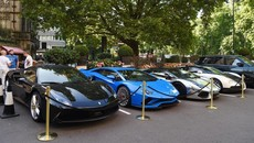 Chiêm ngưỡng dàn siêu xe của các tay chơi Ả-Rập đỗ bên ngoài khách sạn
