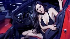 Người mẫu Vương Sa Sa khoe dáng gợi cảm, ngực khủng bên siêu xe Ferrari 458 Italia