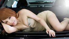 Ngắm người đẹp Lâm Nghiên Mỹ khoe thân thể gợi cảm bên Volvo V60 T6