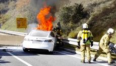 Xe điện có dễ bắt lửa hơn xe xăng?