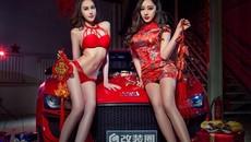 Nghênh đón xuân mới cùng hai người mẫu gợi cảm diện đồ đỏ bên Audi R8