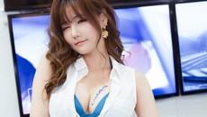 Gợi cảm như người mẫu Hàn Quốc ở triển lãm ô tô