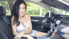 Người mẫu Phạm Phương khoe đường cong nóng bỏng bên Honda Civic RS 2019