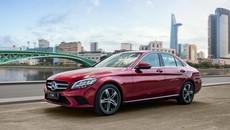 """Giá cao hơn chỉ 160 triệu đồng, Mercedes-Benz C 180 có đủ sức hút để """"giật khách"""" của Toyota Camry?"""