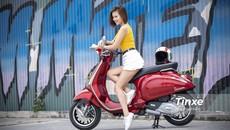 Cô nàng khoe vẻ đẹp tươi tắn bên Vespa Sprint ABS
