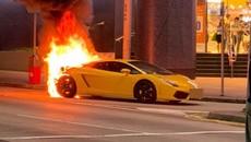 Siêu xe Lamborghini Gallardo bất ngờ bốc cháy tại trên đường phố Hồng Kông