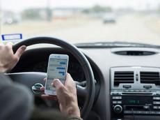 Sử dụng điện thoại khi lái xe: Phạt như thế nào?