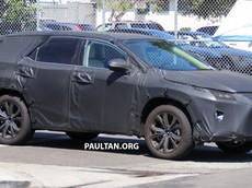 Lexus RX phiên bản 3 hàng ghế xuất hiện trên phố
