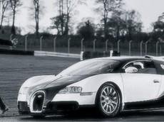 """Ngôi sao sân cỏ Cristiano Ronaldo """"chạy đua"""" cùng vua tốc độ Bugatti Veyron"""