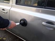 6 cách hữu hiệu giúp xử lý vết lõm trên xe hơi