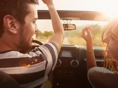 Nghe nhạc như thế nào để không gây cản trở khi lái xe?