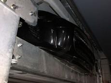 """Chiếc Jaguar F-Type R """"đen đủi"""" vì bị hệ thống đỗ xe tự động kẹp vỡ đầu"""