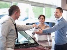Tránh bị mất tiền oan khi mua xe ô tô dịp cận Tết 2018