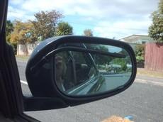 Lạ mắt với hệ thống cần gạt nước gương chiếu hậu của Nissan Cima Y31