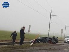 Siêu xe hiếm Koenigsegg Agera RS đâm vào đường ray tàu hỏa, hỏng nặng