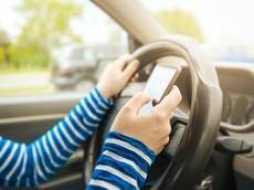 Pháp: Cấm sử dụng smartphone khi ngồi trên ô tô