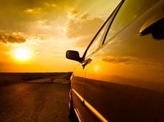 Mùa nóng, lái xe ô tô cũng cực khổ không thua xe máy