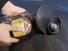 Đây là chuyện sẽ xảy ra nếu đổ rượu vào bình xăng xe Porsche Boxster