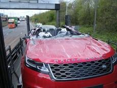 Vụ tai nạn hy hữu biến chiếc Range Rover Velar thành phiên bản mui trần có 1 không 2